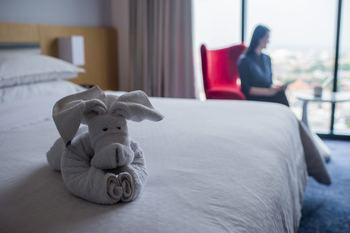 Four Points by Sheraton Surabaya - Premium Room, 1 King Bed Regular Plan
