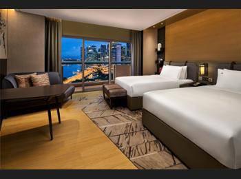 Swissotel The Stamford Singapore - Premier Harbour View, 1 King Bed Regular Plan