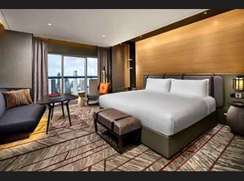 Swissotel The Stamford Singapore - Premier Room, 1 King Bed, City View Regular Plan