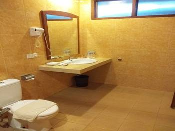 Yulia Beach Inn Bali - Deluxe Triple Room Only Promo Special 20%