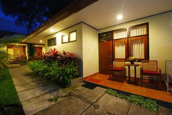 Yulia Beach Inn Bali - Deluxe Triple Room Only Last Minute 30D 30%