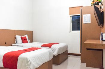 RedDoorz @ Pengayoman Panakkukang 2 Makassar - RedDoorz Twin Room with Breakfast Last Minute