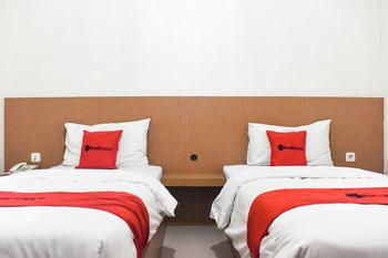 RedDoorz @ Pengayoman Panakkukang 2 Makassar - RedDoorz Twin Room Last Minute