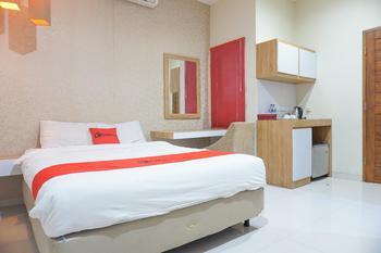 Residences By RedDoorz Syariah near Tebet Timur Dalam Jakarta - RedDoorz Room Regular Plan