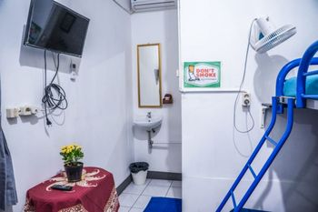 Simplycity Hostel Syariah Bandung Bandung - Triple Family Private Bathroom Regular Plan