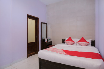 OYO 693 Hotel Safara Yogyakarta - Standard Double Room Regular Plan