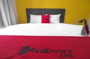RedDoorz near ITC Mangga Dua Jakarta - RedDoorz Room With Breakfast Regular Plan