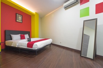 RedDoorz near ITC Mangga Dua Jakarta - RedDoorz Room 24 Hours Deal