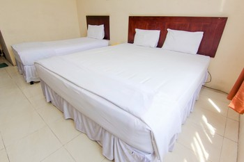 Hotel Sing A Song Danau Toba - Triple Room with Breakfast Special Deal