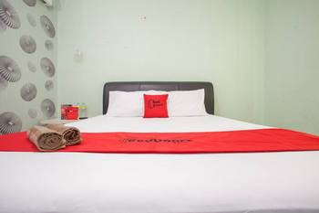 RedDoorz @ Raya Tidar Malang - RedDoorz Room with Breakfast  Regular Plan