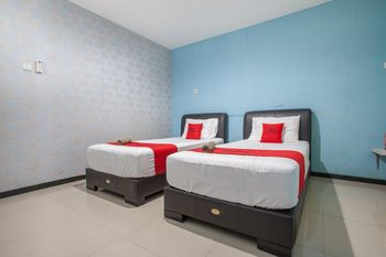 RedDoorz @ Raya Tidar Malang - Twin Room with Breakfast Regular Plan