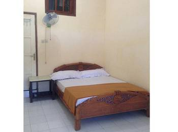 Villa RH Banyuwangi - Dormitory Queen Bed with Fan and Shared Bathroom Regular Plan