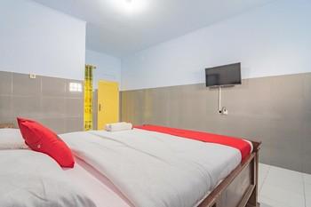 RedDoorz Syariah @ Tambak Mekar Street Subang Subang - RedDoorz Room Best Deal
