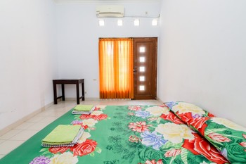 Gria Gowes Homestay Yogyakarta - Queen Bed Fan  Basic Deal