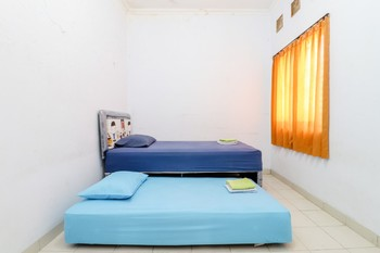 Gria Gowes Homestay Yogyakarta - Twin Bed Fan Shared Bathroom Last Minute Deal