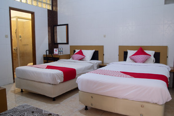 OYO 497 De Tropis Family Guest House Bandung -  Deluxe Twin Room Regular Plan
