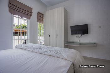 Arakundo Guesthouse Medan - Deluxe Queen Regular Plan