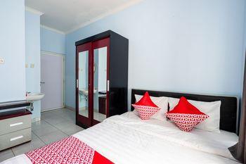 OYO 1829 Zaira House Jogja - Deluxe Double Room Big Deals