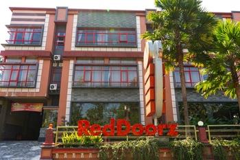 RedDoorz Plus @ Jalan Raya Bandungan