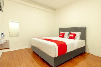 OYO 1457 Tmj Guest House Medan - Deluxe Double Room Regular Plan