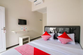 OYO 1078 Fakhira Residence Cianjur - Standard Double Room Regular Plan