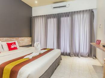 ZenRooms Denpasar Mertasari - Double Room (Room Only) Regular Plan