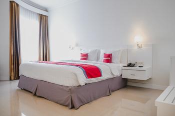 RedDoorz Premium @ Bandung City Center Bandung - RedDoorz Room 24 Hours Deal