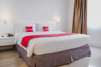 RedDoorz Premium @ Bandung City Center Bandung - RedDoorz Premium Room 24 Hours Deal