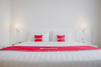 RedDoorz Premium @ Bandung City Center Bandung - RedDoorz Room with Breakfast Regular Plan