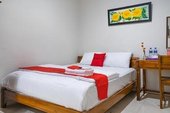 RedDoorz Syariah near Grand Kota Bintang Bekasi - RedDoorz Room KETUPAT