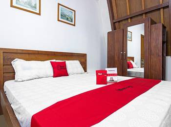 RedDoorz near Parahyangan University Bandung - RedDoorz Room 24 Hours Deal