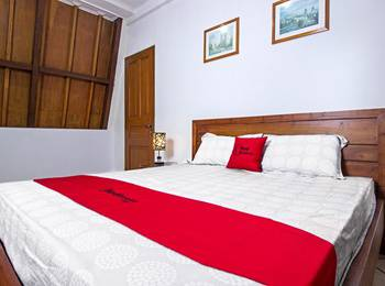 RedDoorz near Parahyangan University Bandung - RedDoorz Premium Room Regular Plan