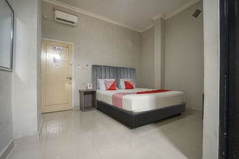 OYO 1233 Indo Hotel Lubuklinggau - Standard Double Room Regular Plan