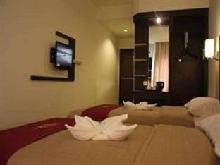 Travello Hotel Manado - Studio 1 Twin Regular Plan