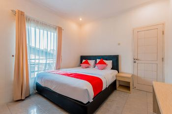 OYO 1131 Gunung Geulis Village Puncak - Deluxe Double Room Regular Plan