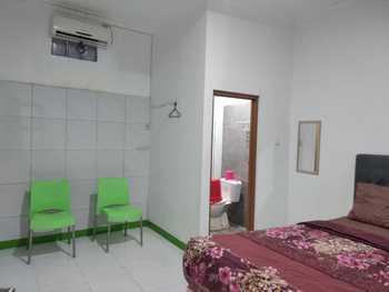 Sandila Guest House Bandung - Deluxe Room Regular Plan