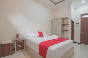 RedDoorz Syariah near Jalan Panglima Batur Banjarbaru Banjarbaru - RedDoorz Room Basic Deal