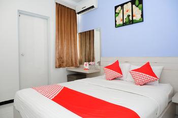 OYO 389 Sky Guesthouse Semarang - Deluxe Double Room Regular Plan