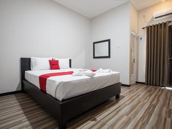 RedDoorz Plus near Banyuwangi Airport Banyuwangi - RedDoorz Premium Room Last Minute Deal