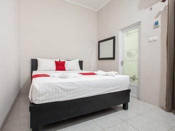RedDoorz Plus near Banyuwangi Airport Banyuwangi - RedDoorz Premium Room with Breakfast Regular Plan