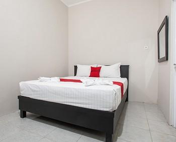 RedDoorz Plus near Banyuwangi Airport Banyuwangi - RedDoorz Room Last Minute Deal