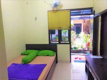 Poetri Guest House Syariah Near Kebun Raya Bogor Bogor - Economy Double Room Non AC PROMO PDKT
