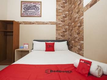 RedDoorz near Stasiun Kota Baru Malang Malang - RedDoorz Room with Breakfast  Regular Plan