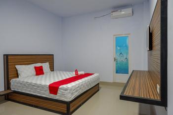RedDoorz near Taman Kota Kendari Kendari - RedDoorz Room Basic Deals Promotion