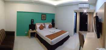 Ataya Hotel Solo - Deluxe King Room Only Regular Plan