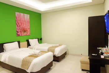 Ataya Hotel Solo - Superior Twin Room Only Regular Plan