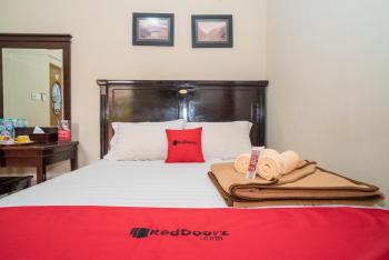 RedDoorz Plus near Jalan Ahmad Yani Banjarmasin 2 Banjarmasin - RedDoorz Family Room with Breakfast Breakfast