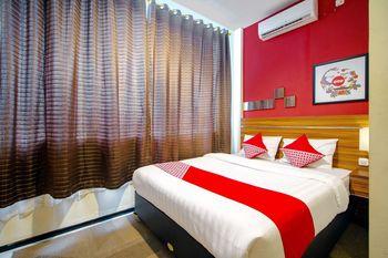 OYO 1057 Premier Guest House Yogyakarta - Deluxe Double Room Regular Plan
