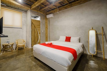 RedDoorz Plus near Plaza Blok M 2 Jakarta - RedDoorz Room Same Day