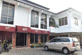 RedDoorz near Kampung Warna Warni